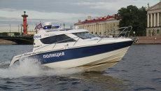 Речная полиция в акватории Невы. Санкт-Петербург, Россия, 2012
