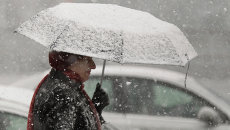 Снегопад в Томске превратил светлый день в сумрачный вечер