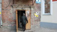 Тела трех мужчин и женщины нашли в подвале дома в Новосибирске, фото с места события
