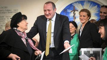Георгий Маргвелашвили голосует на президентских выборах в Тбилиси. Фото с места события