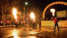Огнем и мечом: факиры и фехтовальщики выступили в горсаду для томичей