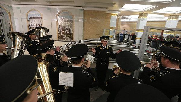 Открытие наземного вестибюля станции метро Спасская в Петербурге. Фото с места события