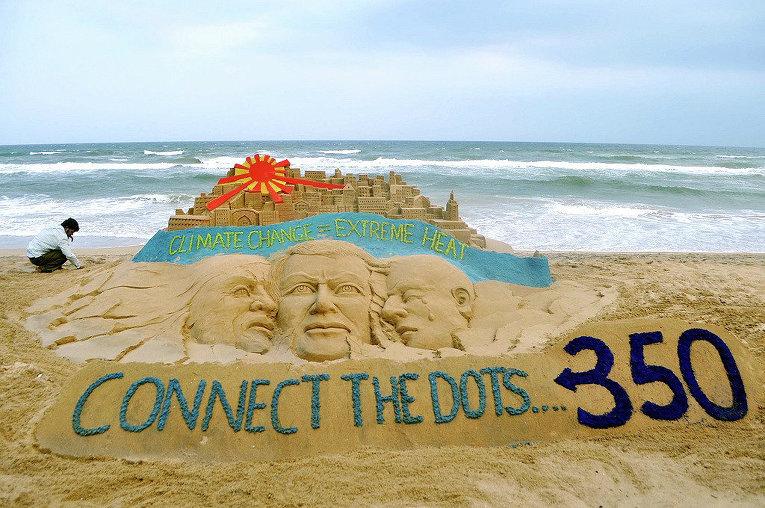 Индийский художник создал песчаную скульптуру, чтобы привлечь внимание к проблеме изменения климата, 2012