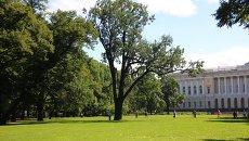 Дуб Михайловского сада. Архивное фото