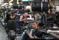 """Рабочие в цехе автомобильного завода """"КАМАЗ"""""""