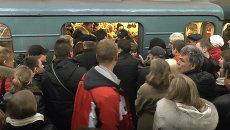 Штурм вагонов в часы пик – ситуация на фиолетовой  линии метро Москвы