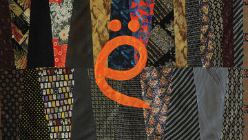 Ковер из галстуков с буквой Ё