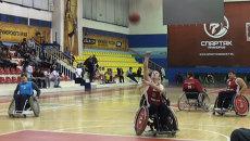 Консул США сыграл в баскетбол с инвалидами во Владивостоке