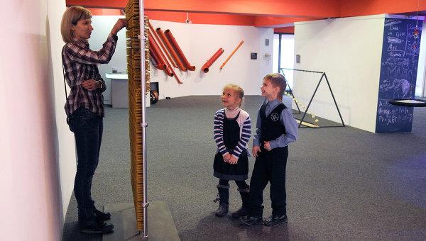 Во время экскурсии в красноярском музее науки Ньютон-парк. Архивное фото