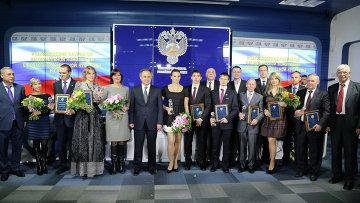 Министр спорта РФ Виталий Мутко и спортсмены на церемонии вручения наград.