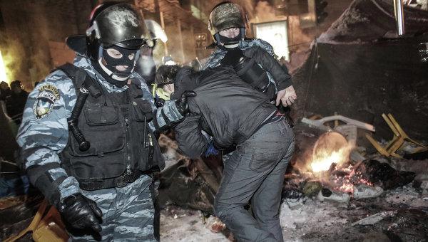 Внутренние войска начали штурм лагеря митингующих на Майдане, архивное фото