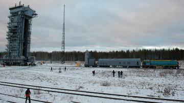 Доставка головной части ракеты Рокот на стартовую площадку космодрома Плесецк, архивное фото