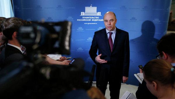 Антон Силуанов выступает перед журналистами после завершающего в 2013 году заседания правительства. Фото с места события