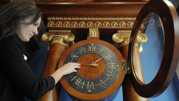 Перевод часов в связи с переходом на зимнее время. Архивное фото