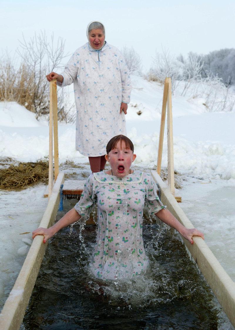 Девушки купаются в крещение фото