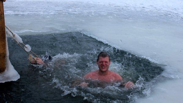 Крещенские купания в Петербурге. Архивное фото