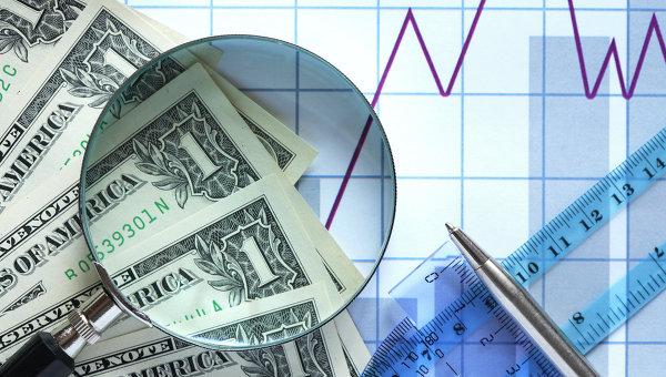 Доллары, лупа, биржевой график. Архивное фото