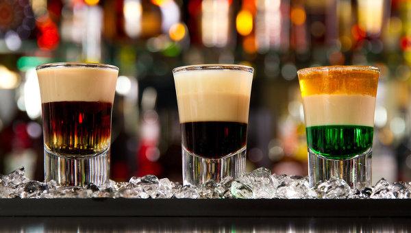 Алкогольные коктейли, архивное фото