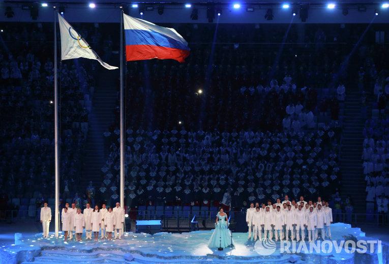 Оперная певица Анна Нетребко исполнила Олимпийский гимн.