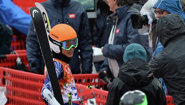 Ванесса Ванакорн (Тайланд) на финише гигантского слалома в первой попытке на соревнованиях по горнолыжному спорту среди женщин