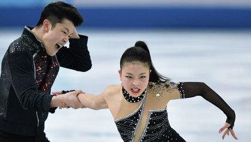 Майя Шибутани и Алекс Шибутани (США) выступают в произвольной программе танцев на льду на соревнованиях по фигурному катанию