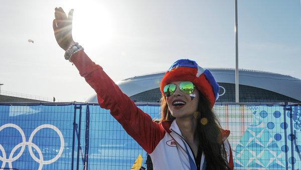 Болельщица Российской команды в Олимпийском парке Сочи.