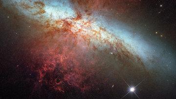Снимки сверхновой 2014J, полученные при помощи инструментов телескопа Хаббл