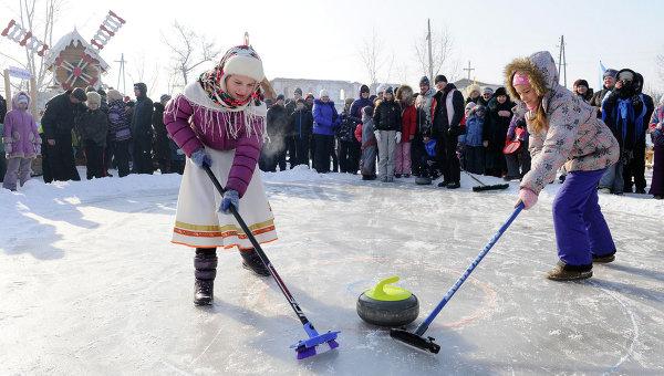 Падение снежного городка или масленичные забавы красноярцев