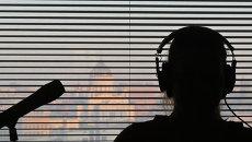 В студии радиостанции во время работы. Архивное фото
