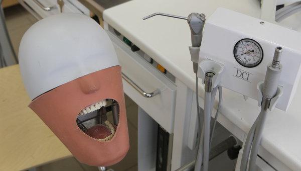 Симулятор головы пациента. Архивное фото