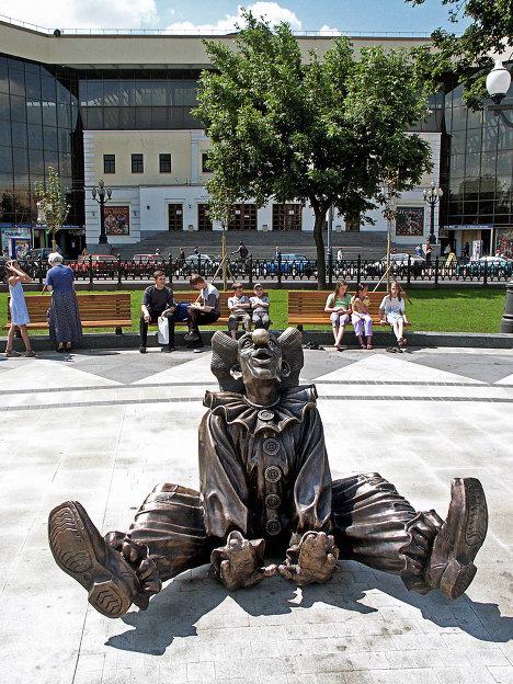 Скульптура Сидящий клоун на Цветном бульваре