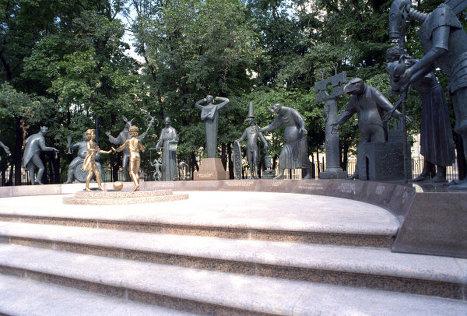 Дети - жертвы пороков взрослых в сквере на Болотной площади