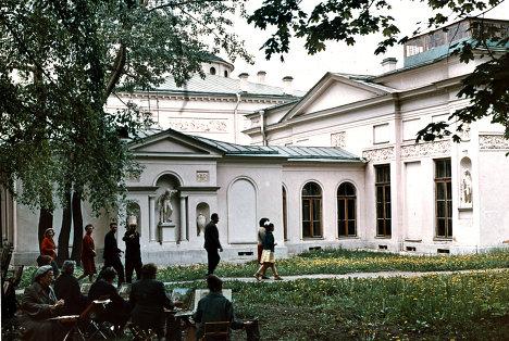 Художники на этюдах. Дворец-музей графа Шереметьева
