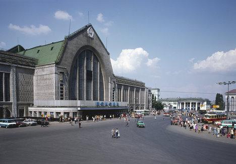 Здание железнодорожного вокзала в Киеве