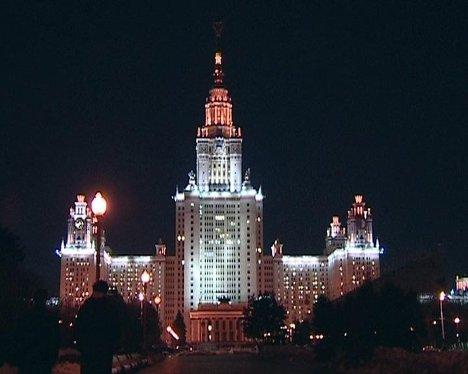 Самые известные здания Москвы гаснут в Час Земли