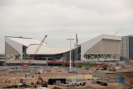 Здание стадиона водных видов спорта в Олимпийском парке Лондона. Автор: архитектор Заха Хадид.