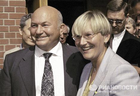Лужков и его супруга перед началом конференции