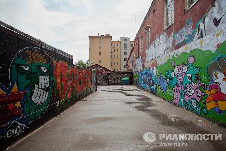 Граффити на заборе по улице Весковский тупик