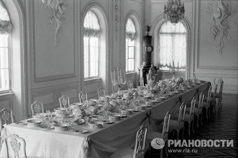 Столовая Большого дворца в Петергофе