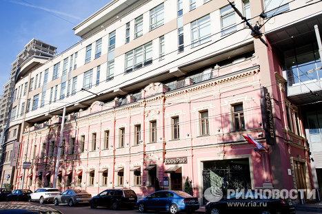 Здание школы телевизионного мастерства Познера в Москве