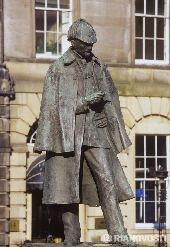 Памятник Шерлоку Холмсу в Эдинбурге