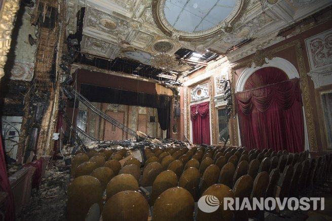 С.Капков посетил сгоревший театр Школа современной пьесы