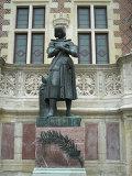 памятник Жанне д'Арк в парижском музее