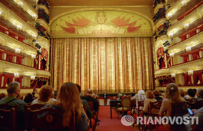 Показ занавесов в Большом театре