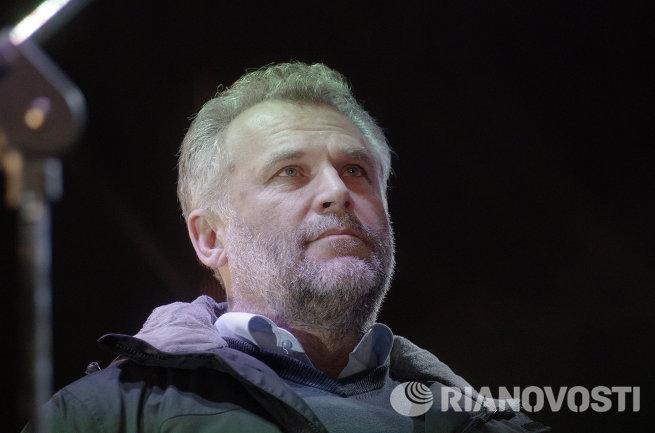 Севастопольцы встретили бойцов Беркута, стоявших на блокпостах на въезде в Крым