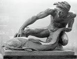 Скульпура из бронзы работы Веры Мухиной Дары воды