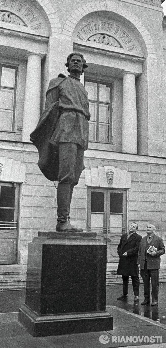 Памятник Максиму Горькому работы Мухиной