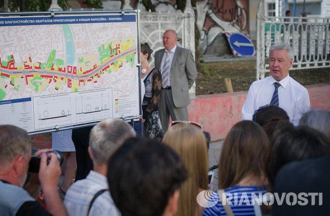 С.Собянин осмотрел ход работ по благоустройству улиц Маросейка и Покровка