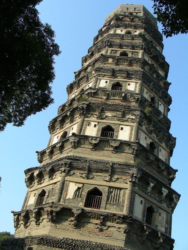 7 самых падающих башен в мире