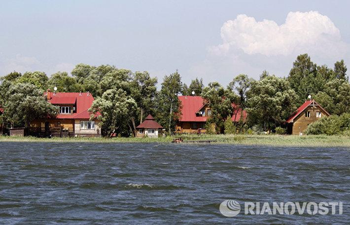 Коттеджный поселок, построенный в прибрежной зоне Истринского водохранилища